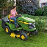Optez pour un tracteur tondeuse john deere pour l'entretien des grands espaces verts