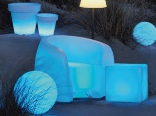Des mobiliers design pour gayer le jardin - Mobilier jardin lumineux ...